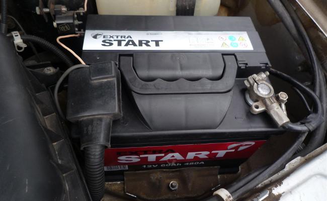 Почему разряжается аккумулятор на машине