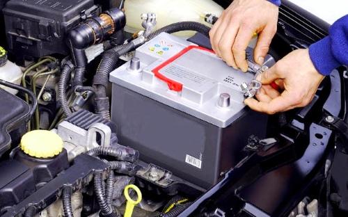 Почему садится аккумулятор на машине
