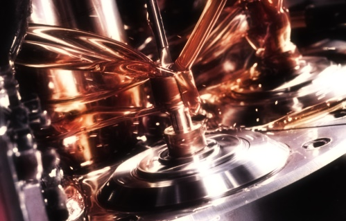Почему чернеет масло в двигателе